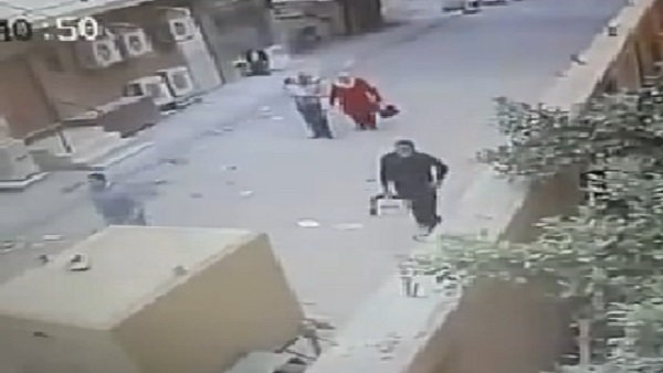بالفيديو كاميرات المراقبة بقسم المنتزه ثان تكشف المتهم بزرع القنبلة