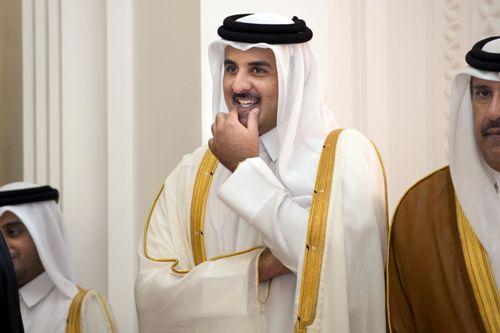 طالب أمريكى يحرج الأمير القطرى