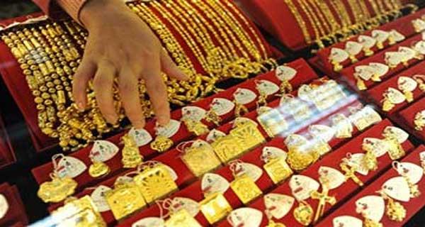 بالفيديو : كاميرا محل صاغة تكشف  سرقة الذهب منه بطريقة جديدة