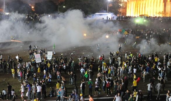 الشرطة البرازيلية 1.5 مليون متظاهر يشاركون في احتجاجات ضد روسيف