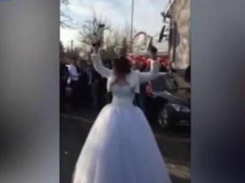 بالفيديو عروس تطلق النار في زفافها