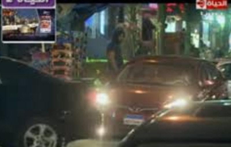علقة ساخنة لمذيع الحياة بعد سرقة سيارة فى الشارع