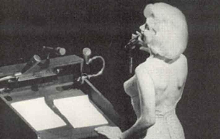 تذكروا اغنية مارلين مونورو  الشهيرة في عيد ميلاد جون كينيدي