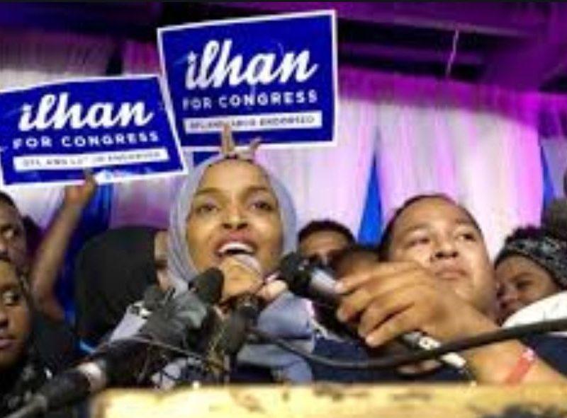 لاجئ صومالي يفوز بالانتخابات الاوليه للكونغرس الأمريكي