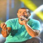 """بعد جدل كبير…عمرو دياب يطرح """"يتعلموا"""" على يوتيوب"""