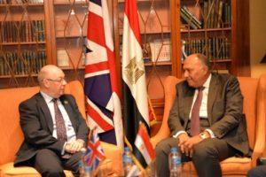 """""""شكري"""" يبحث مع الوزير البريطاني تطورات الأوضاع بالمنطقه"""