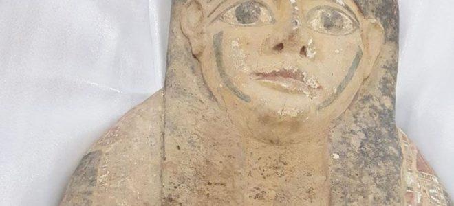 ضبط غطاء تابوت مصري أثناء محاوله تهريبه بالكويت