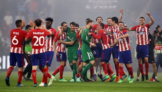 مدافع اتليتكو مدريد علي اعتاب مانشستر يونايتد