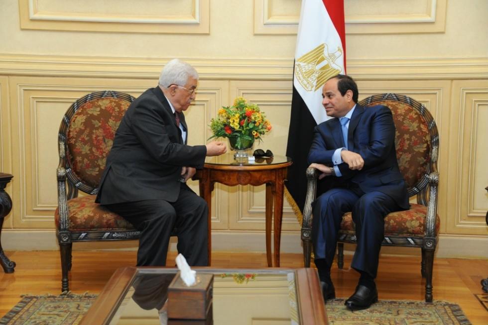 """""""السيسي"""" يؤكد لـ"""" أبو مازن"""" استمرار مصر في دعم القضيه الفلسطينية"""