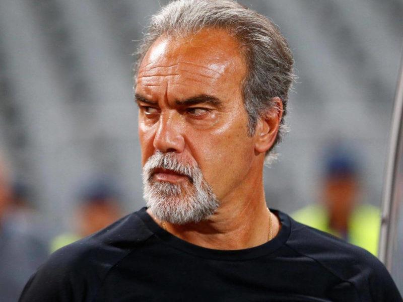 اعلان النادي الأهلي إقالة مدربه الأوروغوياني مارتن لاسارتي